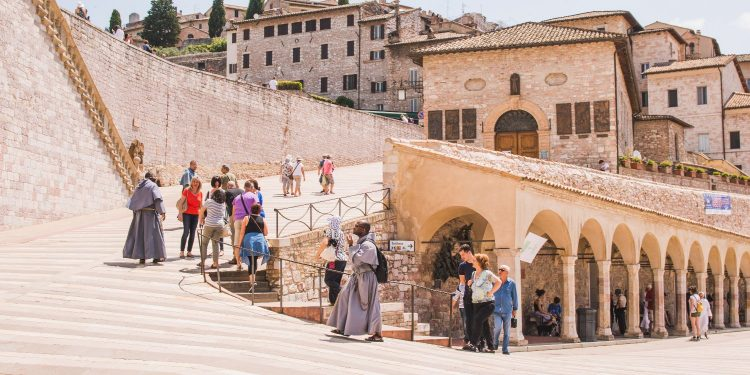 Assisi is a place of pilgrimage in Umbria, Italy (Een pelgrimstocht naar Assisi in Italië)