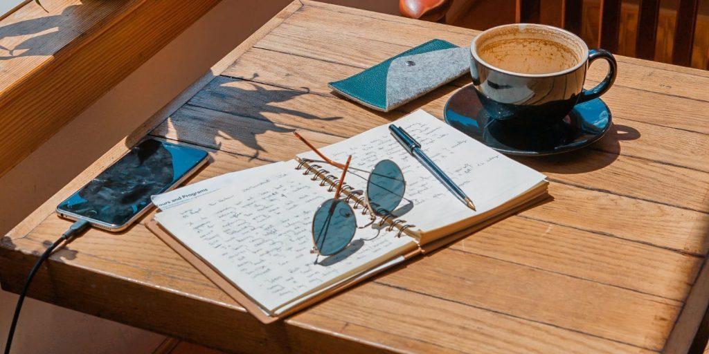 What are insensitive things to avoid when writing a travel essay? (een reisverlag maken: hier moet je op letten)