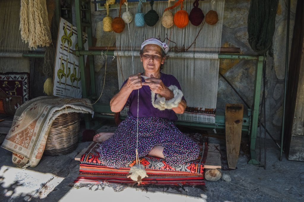 Photographing strangers: I asked Ummahan for permission, a Turkish woman who creates traditional Turkish carpets