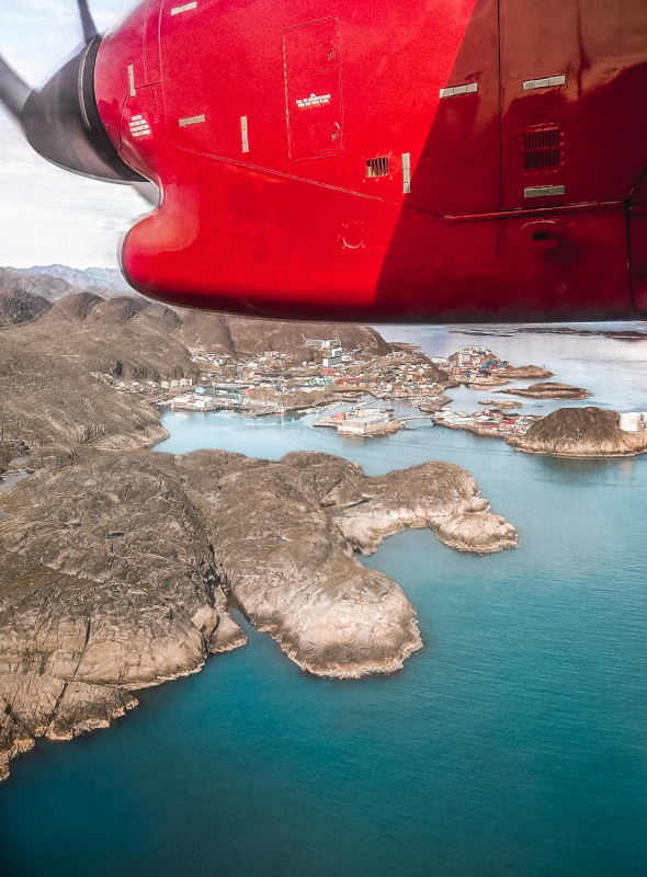 Flying over Maniitsoq by airplane (one of the red motors is visible)..